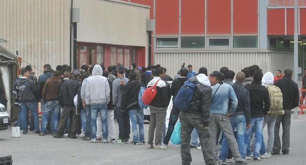 Accoglienza lucana ai migranti  Lacorazza: «I 35 euro possono far girare economia»